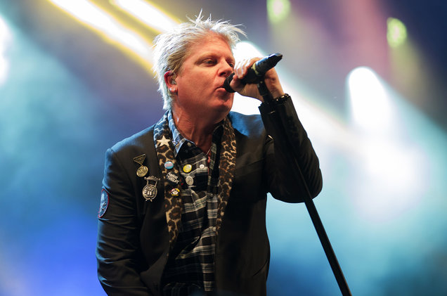 Dexter-Holland-live-performance-billboard-1548